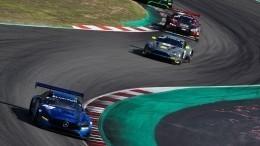 Новейший Mercedes «взломал» легендарный гоночный трек— видео