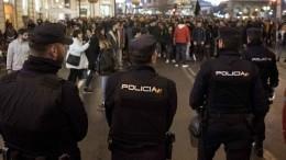 Видео: Полиция применила силу против протестующих насеверо-востоке Испании