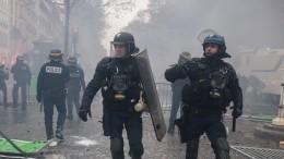Видео: воФранции спецназ поставил наколени протестующих подростков