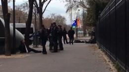 Более 300 задержанных, БТР патрулирует город: Париж готовится кновым протестам