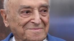 96-летний Этуш вышел насцену театра Вахтангова после болезни
