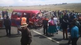 Видео: 17 человек погибли при столкновении двух автобусов вБоливии (18+)