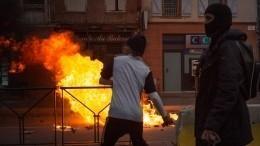 Видео: ВоФранции протестующие разграбили магазин Apple