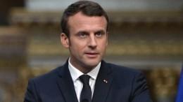 Эксперт: Макрон возомнил себя императором изабыл опростых французах