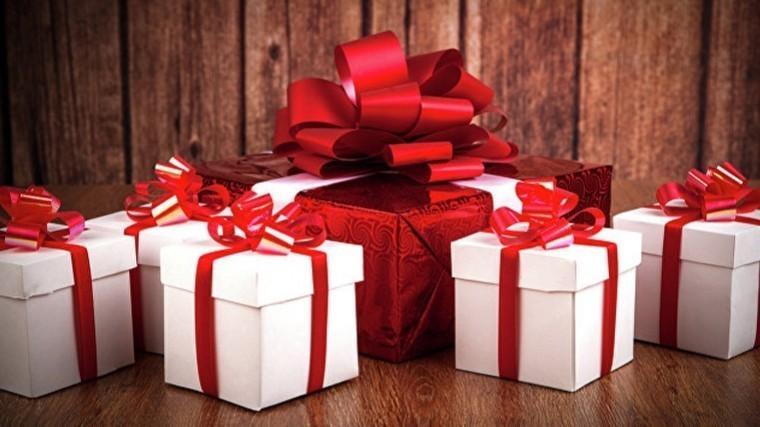 5 лучших новогодних подарков— для коллег, родителей идетей