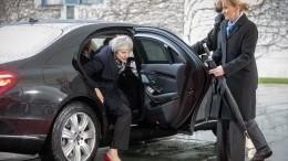 «Замуровали, демоны!» Тереза Мэй застряла вмашине, приехав навстречу сМеркель