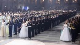 Сотни кадетов совсего мира прибыли набал вКремль