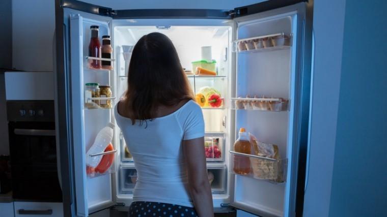 Ученые назвали продукты, которые можно есть поночам инетолстеть