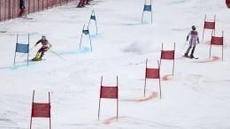 Видео: швейцарский горнолыжник наогромной скорости врезался всклон