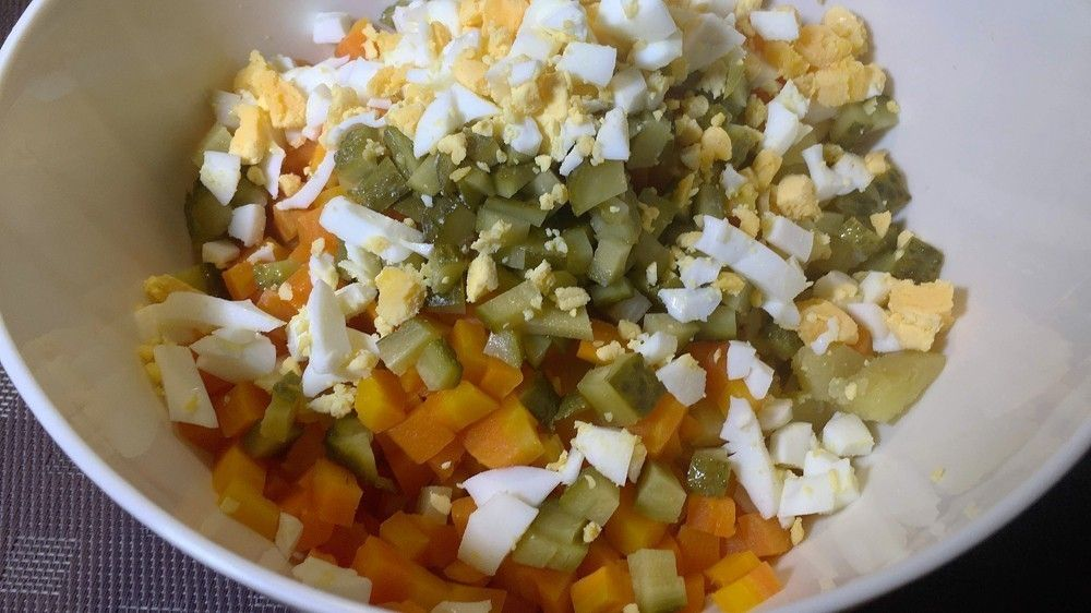 Пошаговый рецепт салата «Оливье» с креветками