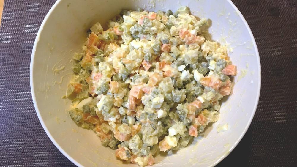 Пошаговый рецепт салата «Оливье» скреветками.