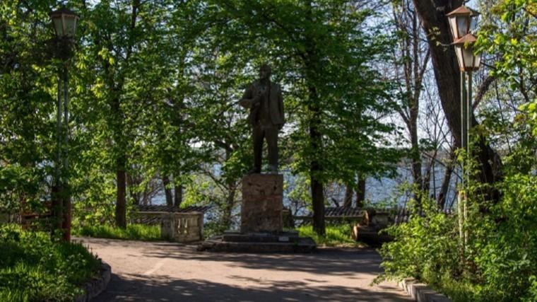 Увластей украинского города неполучается снести последний памятник Ленину