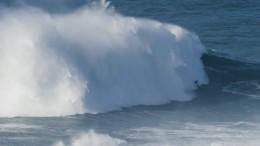 Видео: Серфер «оседлал» гигантскую волну ипочти стал мировым рекордсменом
