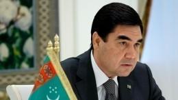 Президент Туркменистана поздравил страну новогодней песней натрех языках