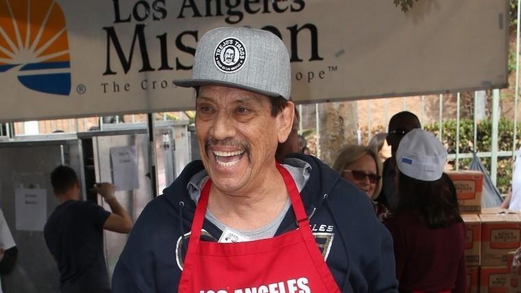Голливудские звезды раздавали благотворительные обеды вЛос-Анджелесе