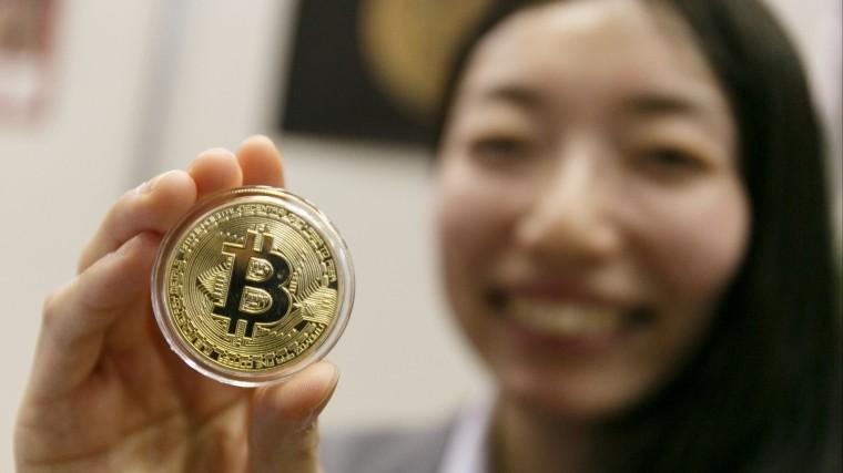 Биткоин-монета, представленная на Asset Management Expo в Токио