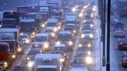 Санкт-Петербург стоит ваномальных пробках