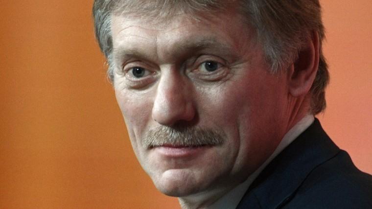 Песков пошутил, что сбежал сработы ради премьеры нового шоу Навки