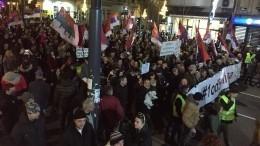 Массовые протесты продолжаются вСербии— видео