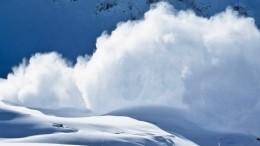 МЧС опубликовало кадры сместа схода снежной лавины вХибинах