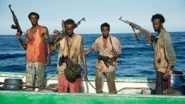 Уберегов Африки пираты захватили корабль сроссиянами наборту