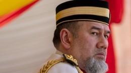 Связавший себя узами брака с«Мисс Москва» король Малайзии отрекся отпрестола