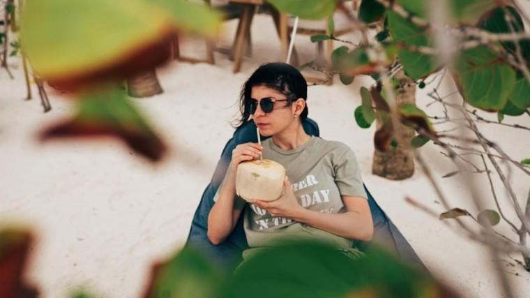 «Абсолютно живая девочка»: продюсер Светланы Лободы рассказала оработе спевицей