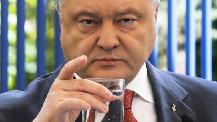 Украинский журналист попытался оправдать «пьяный» вид Порошенко
