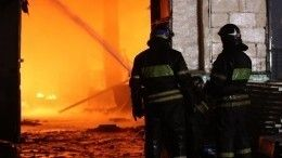 Видео: Часть кровли завода обрушилась при пожаре под Нижним Новгородом