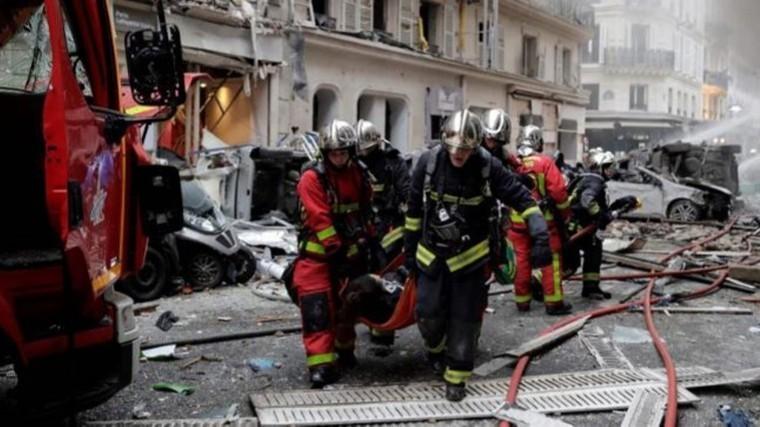 Видео: под завалами дома после взрыва вПариже могут оставаться люди