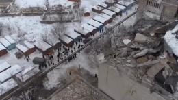 Видео: Разрушенный взрывом газа вШахтах дом свысоты птичьего полета