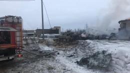 Момент мощного взрыва назаводе вЛенинградской области попал навидео