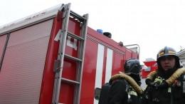 Шокирующие кадры: Люди прыгают изокон, спасаясь отпожара вбизнес-центре вПерми