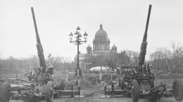 Редкие кадры кинохроники: Как осажденный город отмечал прорыв блокады Ленинграда