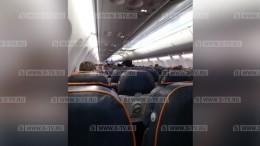 Кадры изсалона захваченного самолета рейса Сургут— Москва