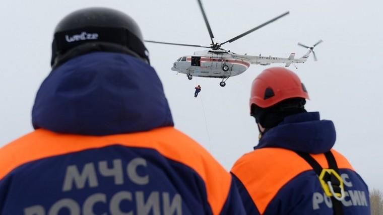 Двух пермяков сняли спасатели сдебаркадеров, плывущих поКаме