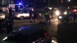 Видео: ВНальчике неизвестные напали напатруль ДПС итяжело ранили полицейского