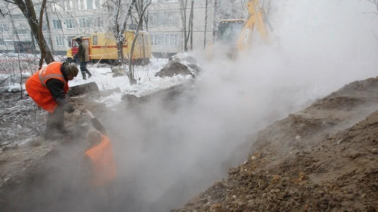 Три дома остались без отопления из-за прорыва горячей трубы наюге Петербурга