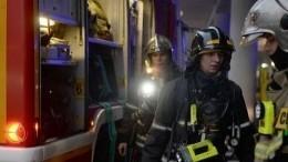 Огонь может распространиться изгорящей квартиры вмногоэтажке вБалашихе