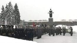 «Никто незабыт, ничто незабыто»: Россияне чтят память жертв блокады Ленинграда