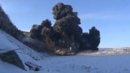 Видео: Мощный взрыв пробил доуровня льда завалы нареке Бурея