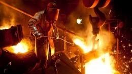 Расплавленный чугун облил рабочих накузбасском заводе— видео