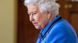 Неугомонные портнихи «отправили» Елизавету II спать надиван вкомнату слуг