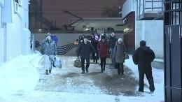 Видео: Пассажиры сломавшегося «Аллегро» прибыли вПетербург