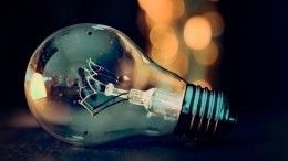 Лайфхак: Как выкрутить цоколь разбившейся вдребезги лампочки