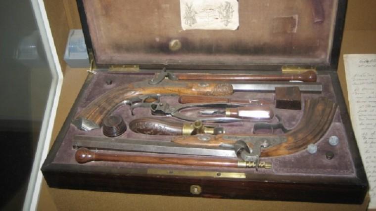 Дуэльные пистолеты времен Пушкина из музея А. С. Пушкина