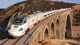 Видео: Один человек погиб, 94— пострадали при столкновении поездов вИспании