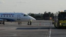 Авиакомпания «Ямал» лишила стюардесс четверти зарплаты, признав ихработу безвредной