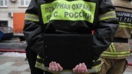 Видео: Под Омском полыхает промышленное здание