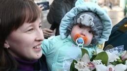 Видео: Выживший под руинами Ваня Фокин отправился домой вМагнитогорск